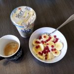 Skyr und Kaffee zum Frühstück